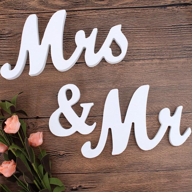 1 satz romantische vintage mr mrs wei holz buchstaben zeichen mariage hochzeit tisch. Black Bedroom Furniture Sets. Home Design Ideas