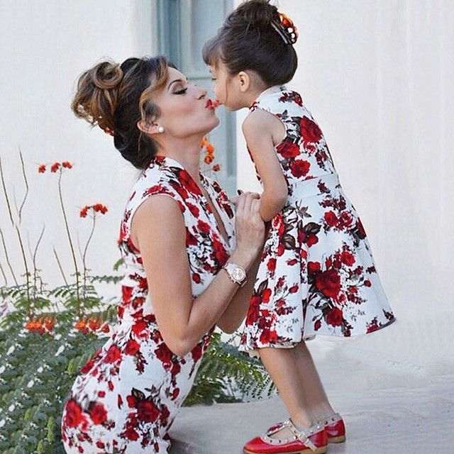 3b53741cc8c92 2018 summer dress Match Mother daughter dresses Fashion Floral Print Short  sleeve mommy and me clothes Family matching outfits-in Matching Family ...