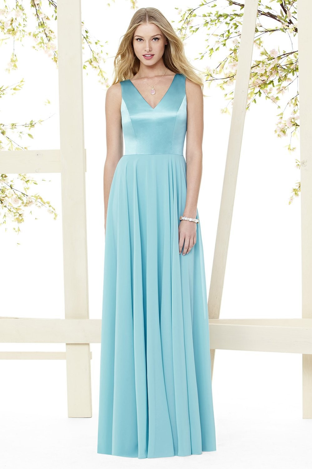 Simple Yet Elegant V Neckline Long Wedding Dresses For Plus Size Sky ...