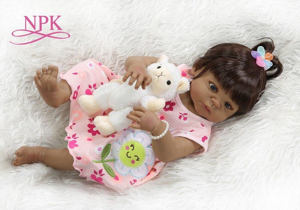 갈색 머리 아기 소녀 npk 56 cm 비비 인형 다시 태어난 아기 인형 아프리카 계 미국인 전신 실리콘 목욕 장난감 롤 인형-에서인형부터 완구 & 취미 의  그룹 1