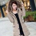 Bonito Plus Size Mulheres Jaqueta de Inverno Pato Branco Para Baixo Com Capuz Quente Parkas Para As Mulheres Imitação Raccoon Fur Collar Brasão & Parkas HJ158