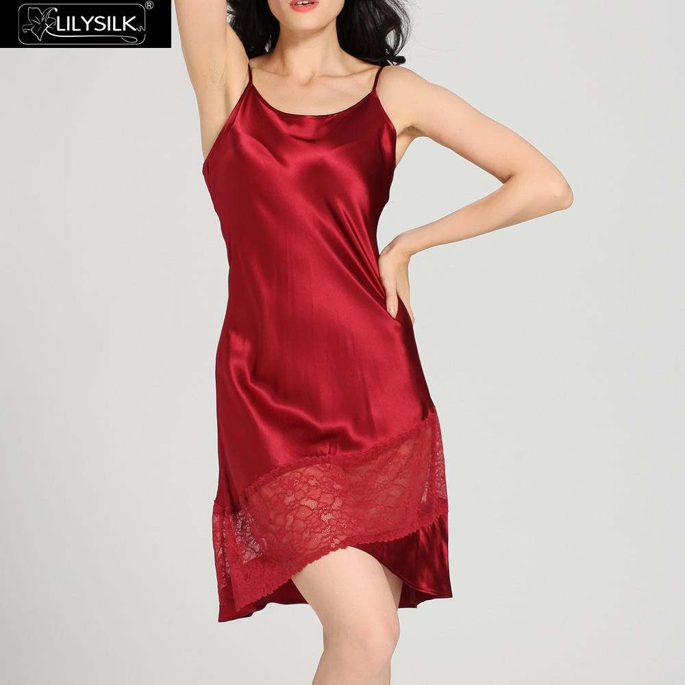 1000-claret-22-momme-flowing-lace-silk-nightgown-&-dressing-gown-set-01