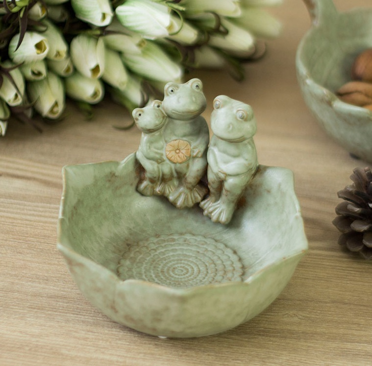 Ceramic Frog Family Figurines Fruits Bowl Decorative Porcelain Lotus Snack Tray Tableware Ornament Gift and Craft