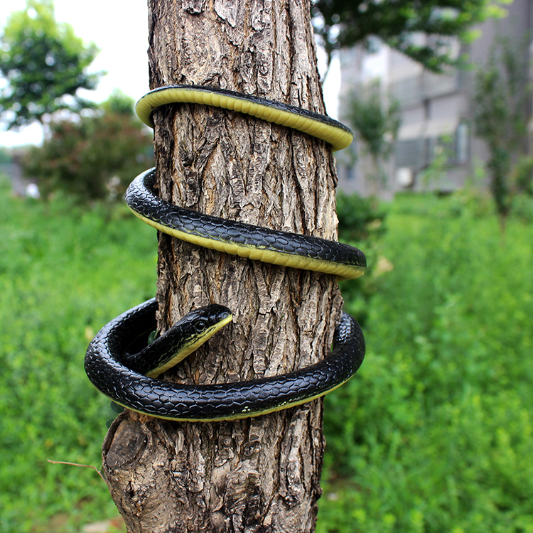 2016 New Novelty Fun Toy 130cm Soft Rubber Snake Safari Garden Props Prank Funny Gadgets Halloween Jokes Toys image