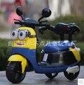 Envío Gratis nuevo pequeño amarillo niños coche eléctrico de tres ruedas de la motocicleta puede sentarse cochecito de bebé y niño coche batería de coche