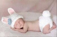 แฮนด์เมดสีขาวกระต่ายสีฟ้าดอกไม้บนหมวกทารกแรก