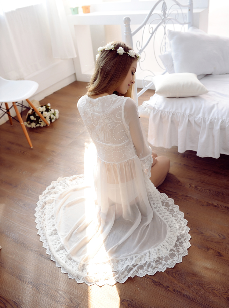 Fashion Lace White Wedding Robes Lingerie Dreams Bridal Sleepwear Nightgown Oversize Chemise De Nuit Mariage in Robes from Underwear Sleepwears