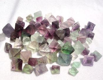 08c99b5e421d 100g AAAA + + + natural hermosa fluorita cristal octaedros roca espécimen