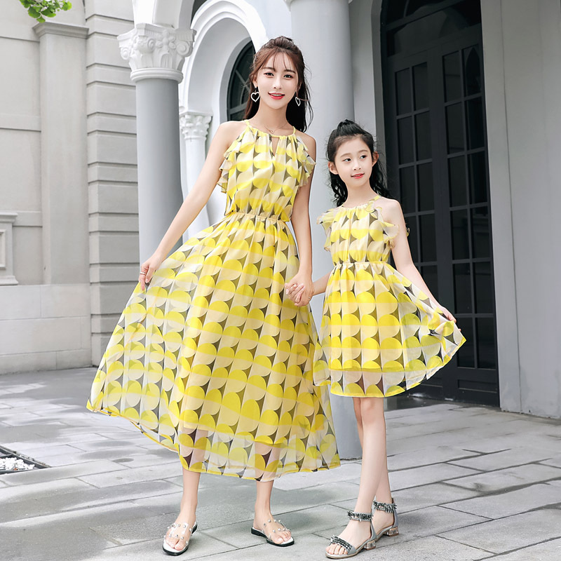 Summer Mother Daughter Dresses Yellow Chiffon Mama Girls Maxi Dress Mum Mom and Daughter Clothes Dress for Family Clothing Red mommy and me mother daughter wedding dress clothes baby maxi dresses family princess party clothing mom and daughter dress blue