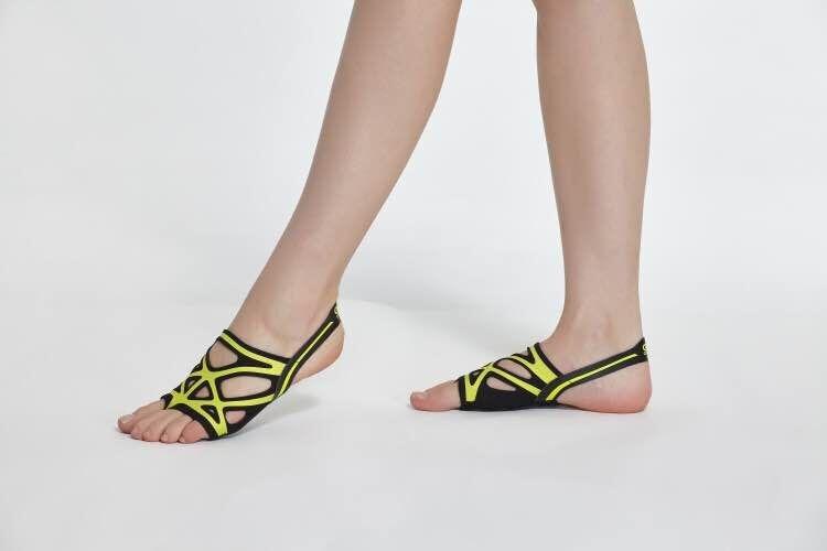 Envío Gratis zapatos de baile de Ballet para mujeres Yoga suela suave de silicona cómoda