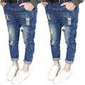 2017 chica pantalón de mezclilla niños pantalones pantalones vaqueros de los muchachos del cabrito pantalones de mezclilla agujero de la manera pantalones vaqueros pies del bebé los pantalones vaqueros pantalones