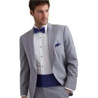הגעה חדשה אפור בהיר חתן Tuxedos השושבינים גברים חתונת נשף חליפות חתן (מעיל + מכנסיים + חגורה + עניבה)