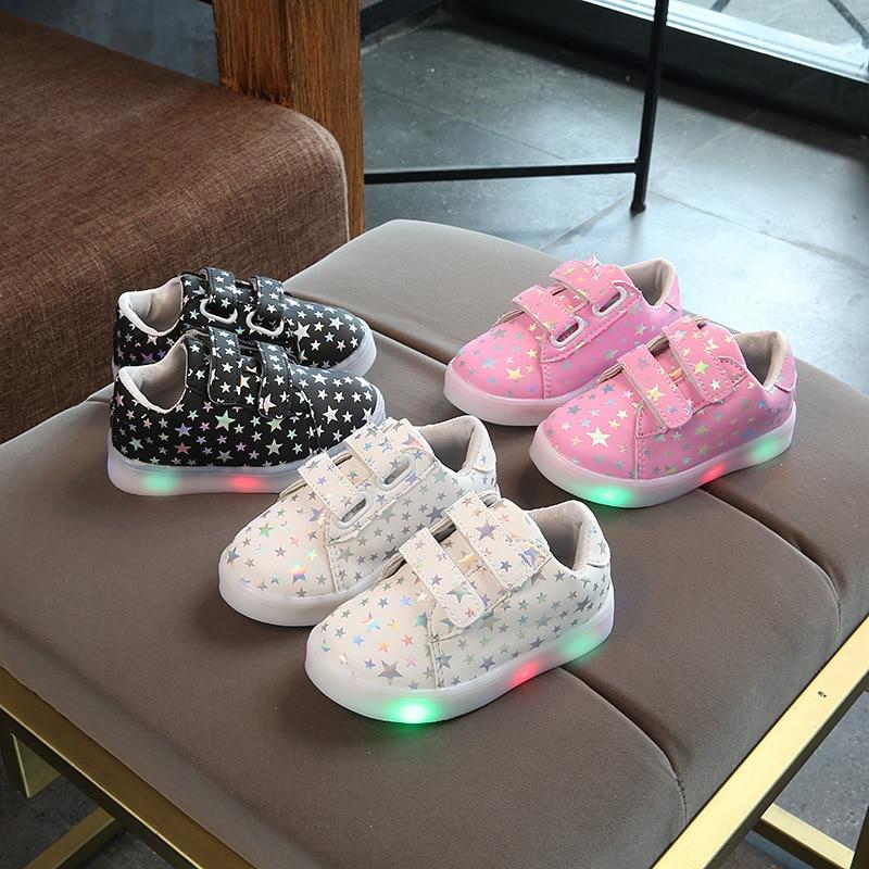 2018 divat LED fény izzó cipők baba hűvös lélegző Aranyos fiúk lány cipő alkalmi klasszikus meleg értékesítés baba cipő