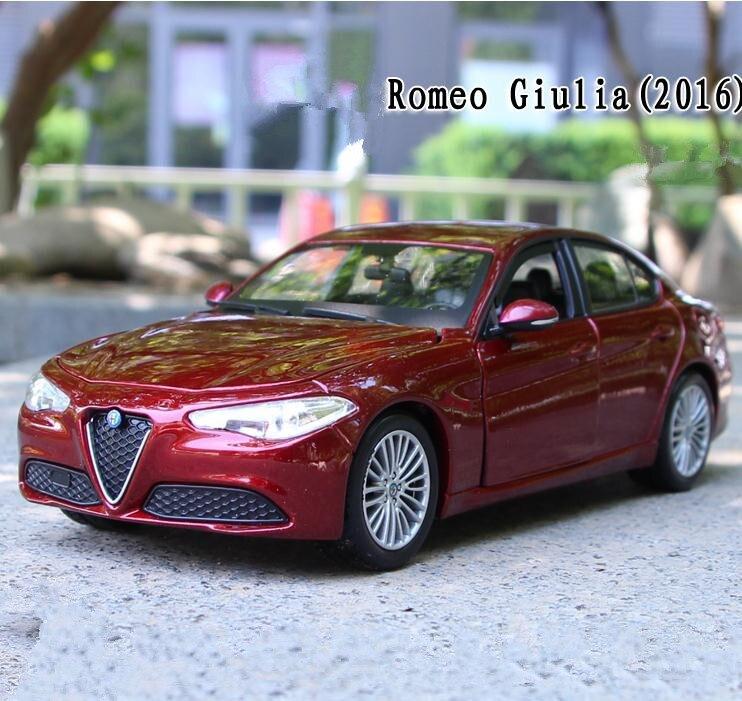 1:24 Advanced alloy car model, high simulation Alfa Romeo Giulia sports car toys, 4 open doors collection model, free shipping
