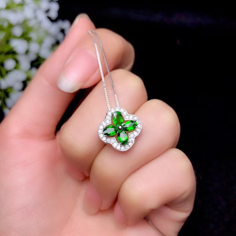 Natural diopside necklace, classic clover style, 925 Sterling silver, simple and beautifulNatural diopside necklace, classic clover style, 925 Sterling silver, simple and beautiful