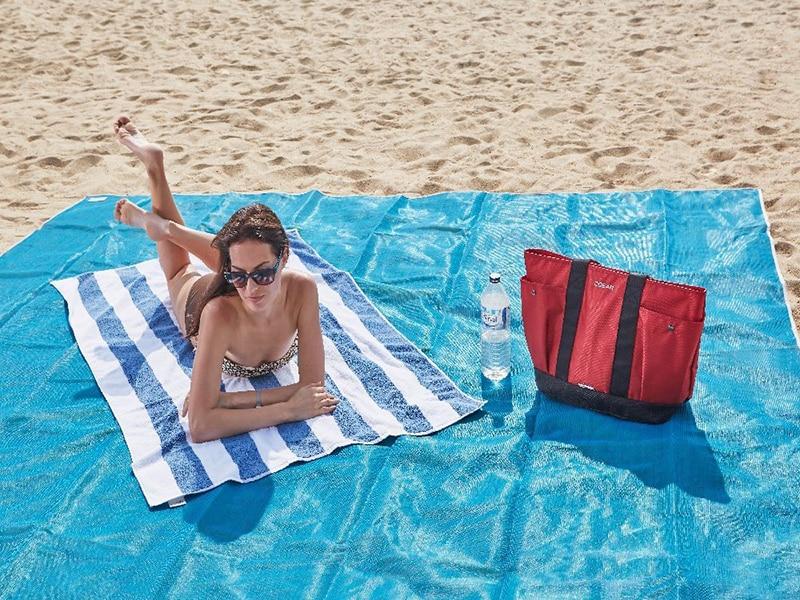 geekoplanet.com - Sand Free Beach Mat