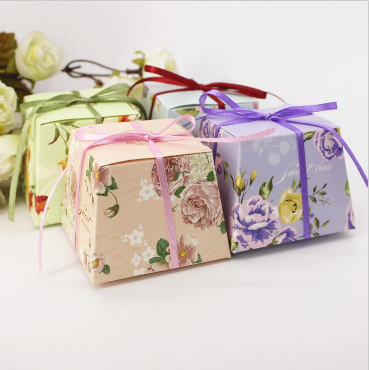 100 Pcs Green / Purple / Blue / Pink Trapezoid Floral Flower Printed Candy Box With Ribbons Wedding Favors Gift Boxes