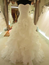 2017 Elegant Ruffle Organza Wedding Dresses Chapel Train Sweetheart Backless Sleeveless White Ivory Custom Made Bridal Gowns LW