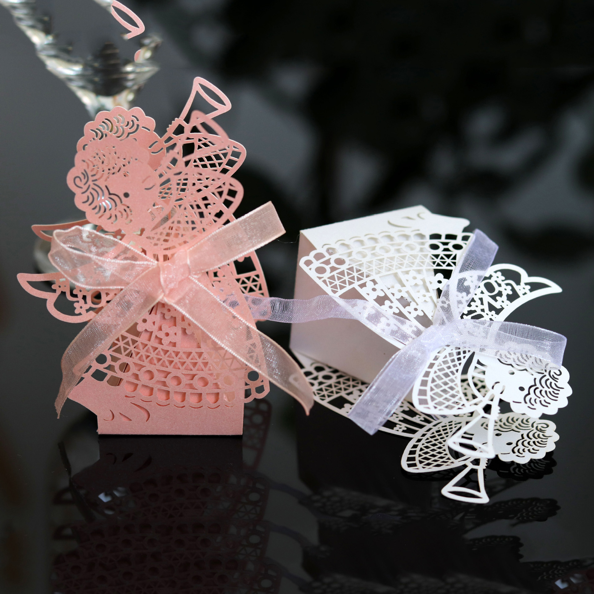 50pcs Angel Girl Laser Cut Hollow Carriage Favor Gifts Candy Boxes With Ribbon Custom Baby Shower Wedding Party Favor Decoration