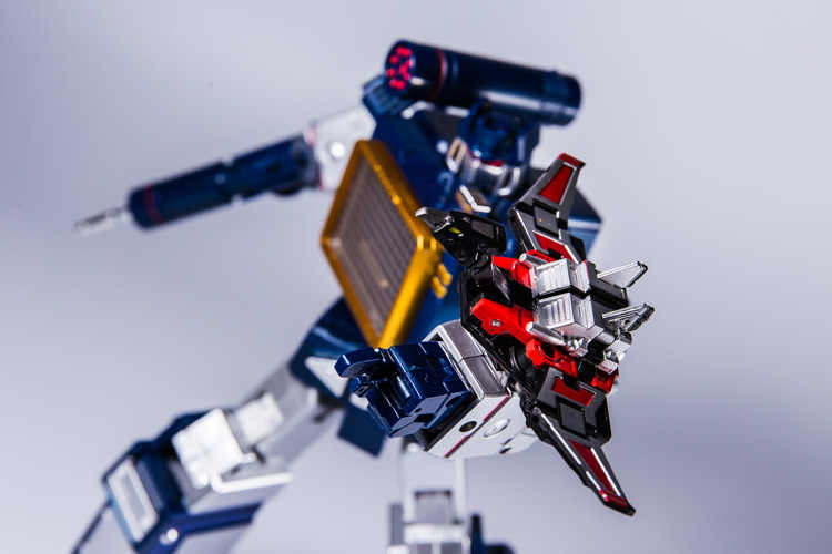 Figura de transformación KBB ko mp13 soundwave