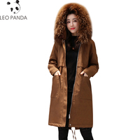 2018 Новый Для женщин зимние Куртки Енот натуральный меховой воротник ватные Зимнее пальто парка Однотонная одежда Высококачественная верхн