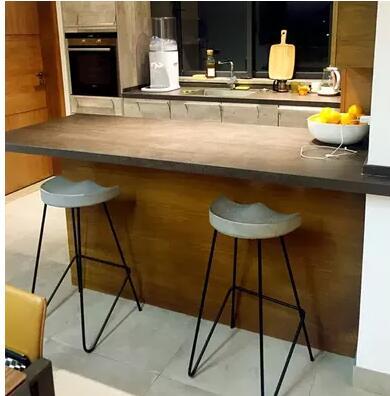 220 en bois massif table de bar et chair.22001