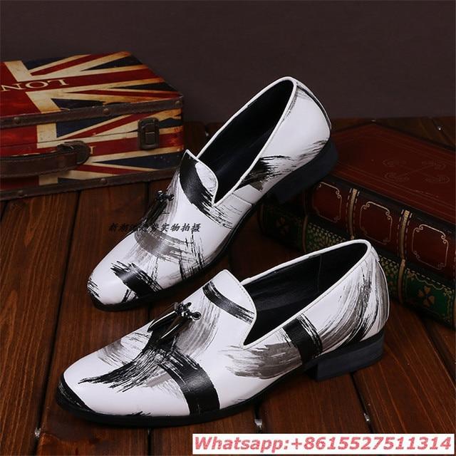 67a589c42 Estilo britânico de Moda Branco Preto Mix Brogue Sapatos Para Homens  Grandes tamanho Retro Baixo Top