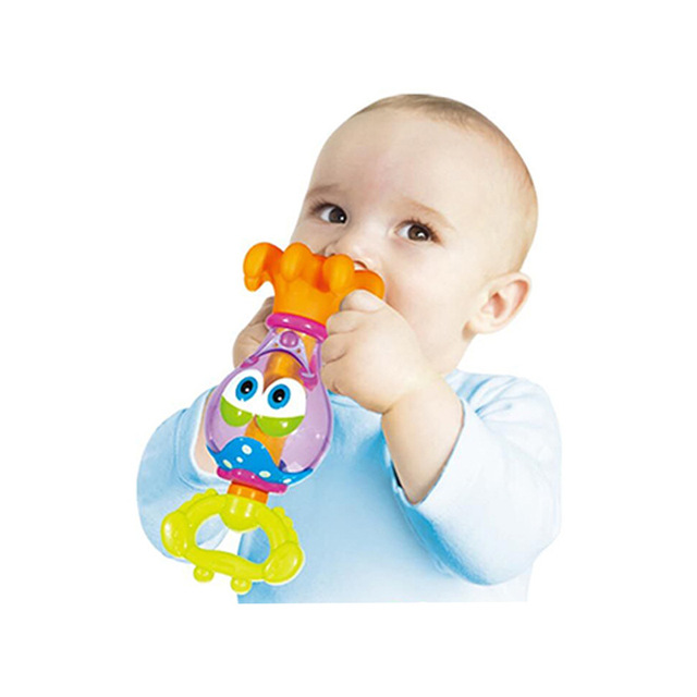 2016 NOVA Crianças Crianças Brinquedos do Banho Do Bebê Água De Pulverização Octopus Jogo de Banho Torneiras Mordedor Chocalho Brinquedos Sapopemas Plástico Macio