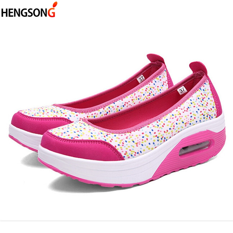 2018 Spring Women Flats Shake Shoes Women Breathable Mesh Casual Shoes Fashion Platform Sandals Ladies Slip-On Flat Shoes summer breathable hollow casual shoes women slip on platform flats shoes fashion revit height increasing women shoes h498 35