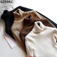 Мягкий свитер шоколадного цвета
