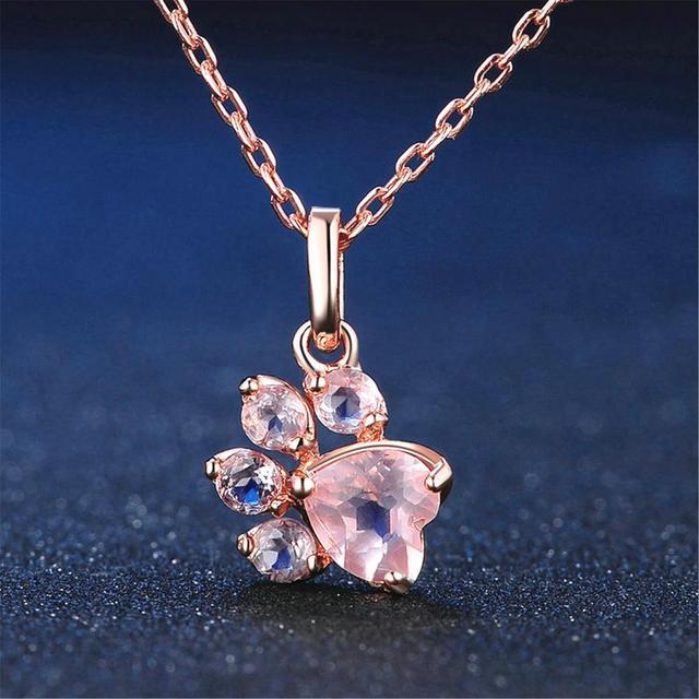 Женский кулон в виде лапы с кристаллами