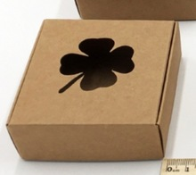 50PCS/LOT  6.5x6.5x3CM Hollow Four Leaf Clover Kraft Paper Boxes Candy Cake Cookies Baking Packing Box