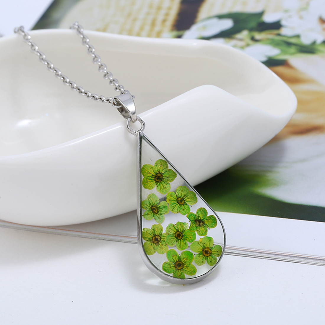 2018 Creative Natural Dried Flowers Resin Necklace Sliver Color Drop Pendent Acrylic Necklace Jewelry Gift For Women Wholesale