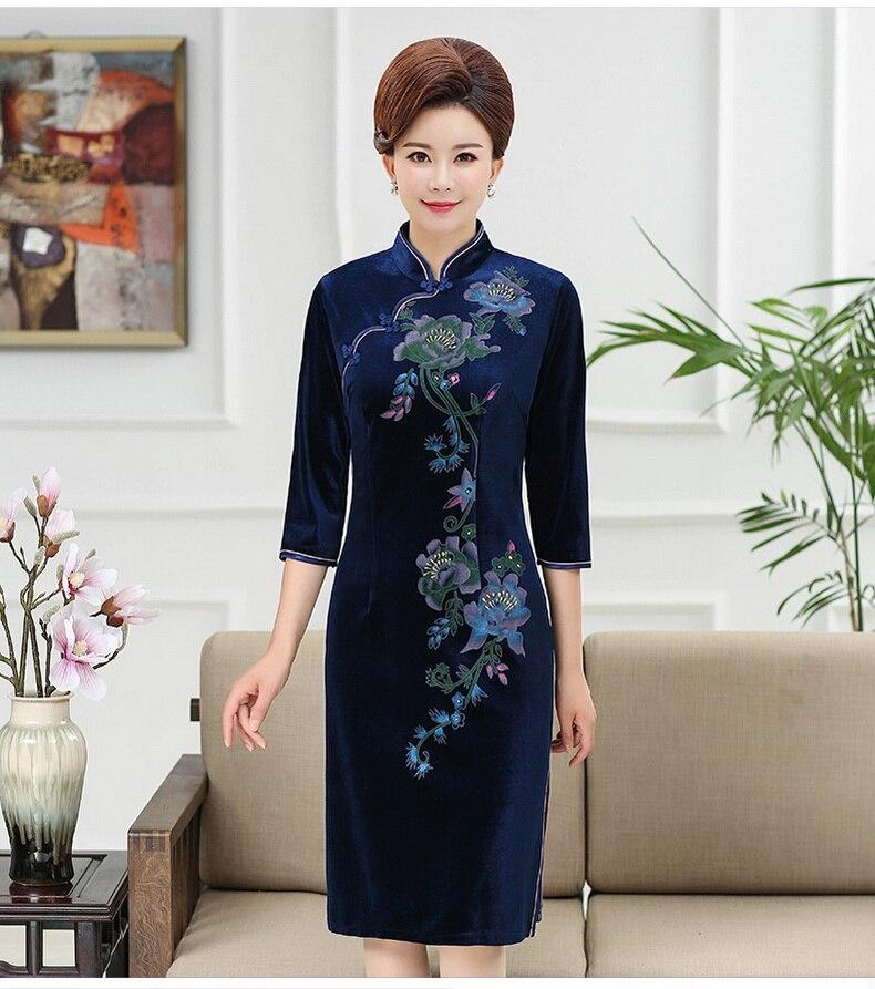 WAEOLSA Chinese Women Slim Fit Velvet Dress Red Navy Blue Flower Cheongsam Robe Femme Side Slit Velutum Dresses Woman Ethnical Qipao Dress Lady (10)