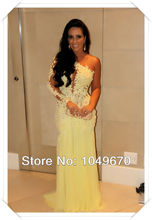 Vestidos de festa Ein Schulter-gelbes Spitze Sheer Zurück 2016 Langarm Prom Celebrity Kleider Lange Abendkleid Partei F & M678