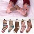 5 Pares de Paquete 2016 de Primavera y otoño de algodón calcetines de los niños raya del punto de la vendimia pequeña hembra macho niños niñas calcetines