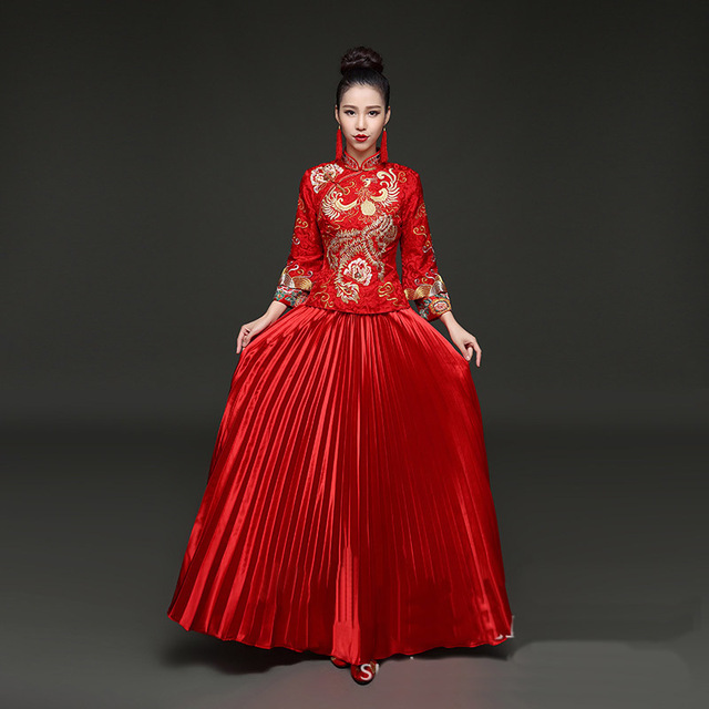 2019 original styles divers pas cher € 82.32 |Chinois Traditionnel De Mariage Robe Longue Cheongsam Robe Rouge  De Mariage Qipao Femmes Robes Orientales Qi Pao Robe Chinoise dans ...