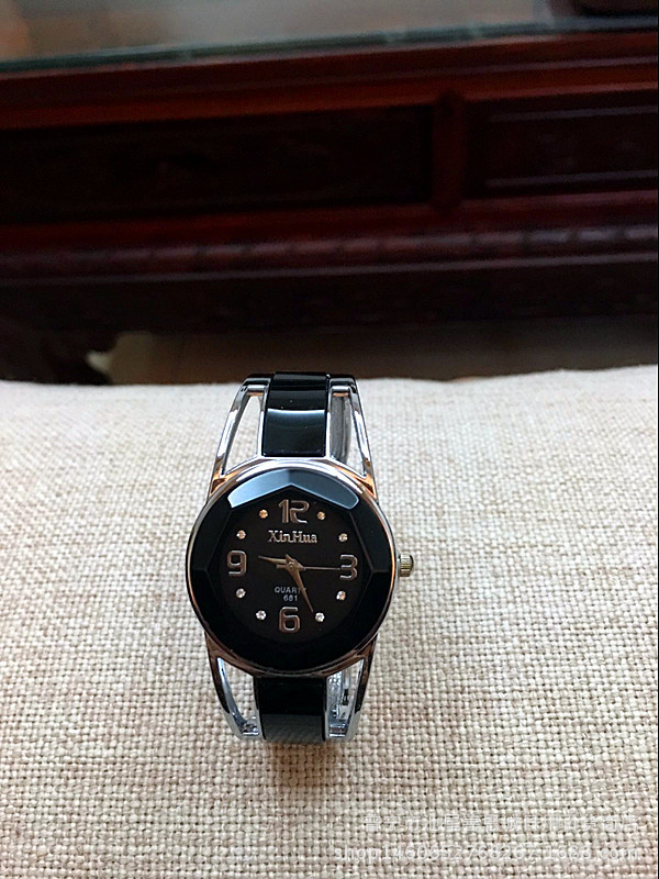 цена Fashion Brand Woman Quartz Watches Super Deep Blue Color Rhombus Design Dial Rhinestone Steel Band Dress Lady Bracelet Clocks онлайн в 2017 году