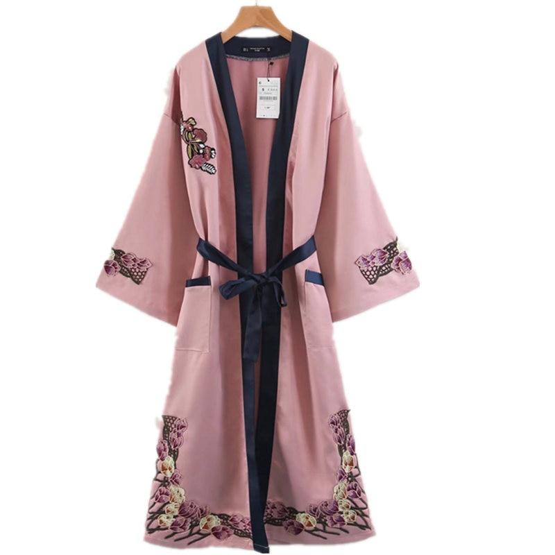 Automne Style femmes élégant Floral broderie lâche Kimono Mori vêtements d'extérieur fille poche noeud papillon fendu à manches longues Long Cardigan