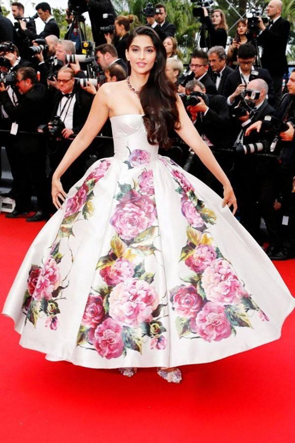 Inspired by Sonam Kapoor Canne Celebrity White with Printed Flowers Ball Gown Red Carpet Dresses 2014 Real (3)