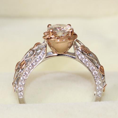 Queen brilliance rosa inspirado increíble 0.8 carat ct 6mm corte redondo anillo de compromiso moissanite 14 k dos tonos blanco/oro amarillo