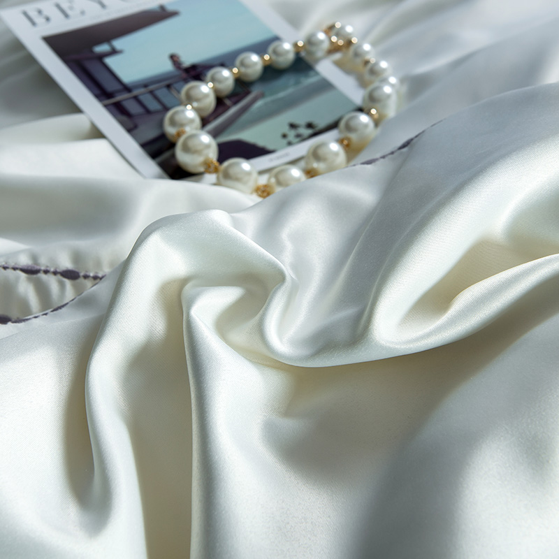 (10)  White silver cotton imitate silk luxurious Bedding Set queen king measurement mattress set Bedsheets linen Europe embroidery Quilt cowl set HTB1xuBMpaSWBuNjSsrbq6y0mVXan