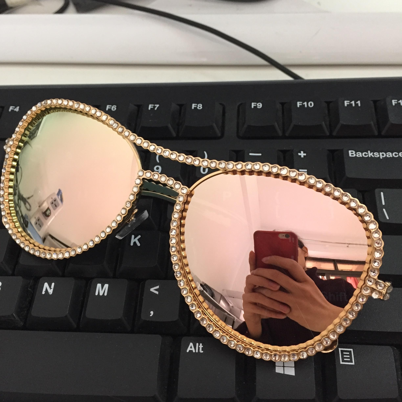 HBK փորձնական արևային ակնոցներ Կանանց դեկորատիվ rhinestone ապրանքանիշի դիզայներ պղնձե շրջանակ HD պարզ ոսպնյակ Double Bridge Sun Glasses