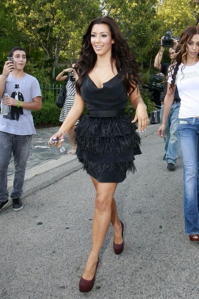 Kim-Kardashian-Dresses-Black-V-Neck-Sleeveless-With-Feathers-Tiered-Short-Bandage-Celebrity-Dress-2016-High (3)