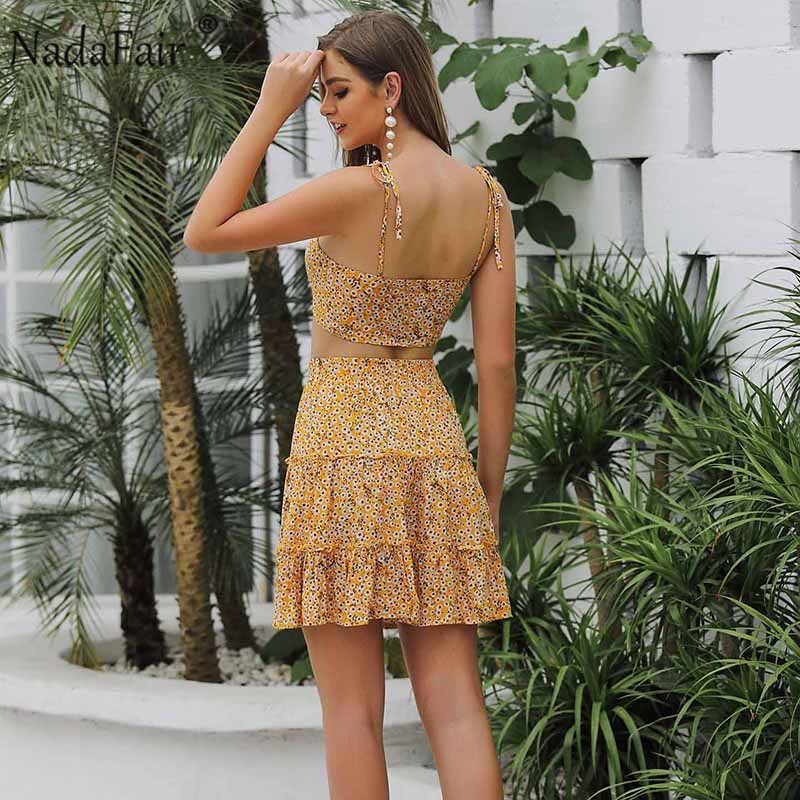 Nadafair с открытой спиной, с бантом, сексуальное мини-платье с цветочным рисунком, женское шифоновый летний пляжный платье без рукавов, комплект из двух предметов желтого цвета