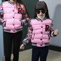 Coincidencia de hija de la madre ropa de invierno wadded prendas de vestir exteriores 2016 floral de la letra niño de algodón acolchado chaqueta de ropa de la familia