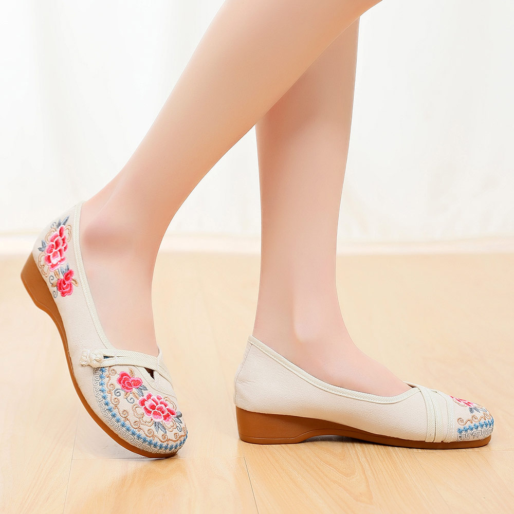 Image 4 - Veowalk Vintage Embroidered Women Canvas Old Beijing Shoes Ladies Casual Slip on Ballet Flats Chinese Style Dance Costume ShoesWomens Flats   -