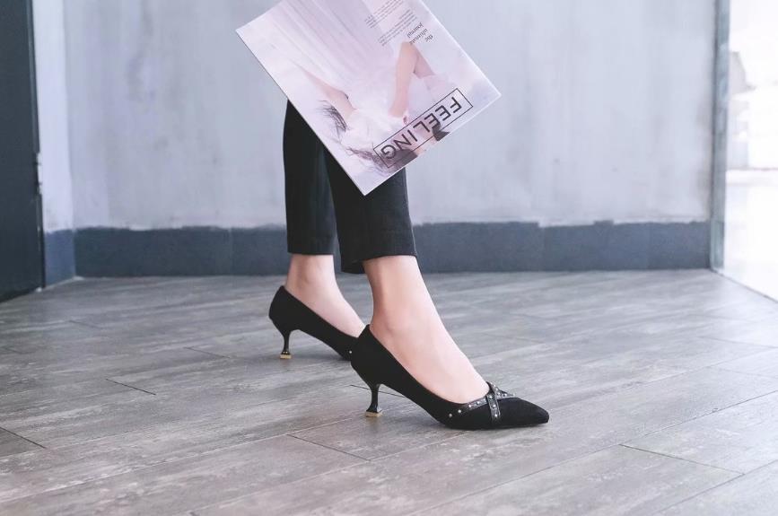 noir De Automne Coréenne Pointu Simples 2018 Rivet Beige Chaussures Stiletto Mode Talon Haut Nouveau Dames 7w6xpU