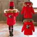 Зимняя одежда для девочек; модные пальто средней длины с капюшоном и длинными рукавами; утепленная хлопковая ветровка с пушистым воротнико...