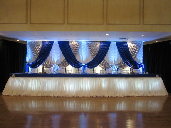 Toile de fond blanche de mariage de 3 M * 6 M avec la décoration de mariage de rideau d'étape de bleu royal et d'argent
